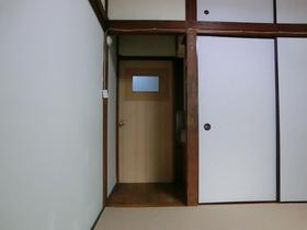 きちんとお部屋に鍵がございます。