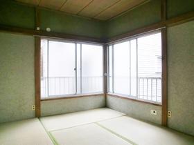 2面採光の明るい角部屋の和室です♪