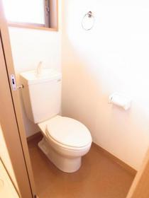トイレには窓も付いております☆