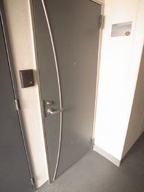 玄関ドアが高級感があります