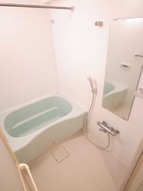 かわいいお風呂。 洗濯用物干しもご用意!