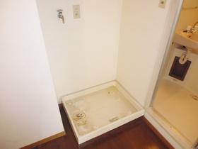 洗濯機置き場は玄関脇になります!