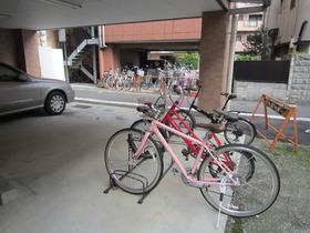 駐輪スペースもありますよ
