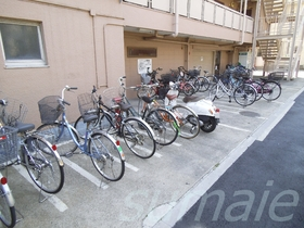 駐輪スペース広々!バイクも置けます!