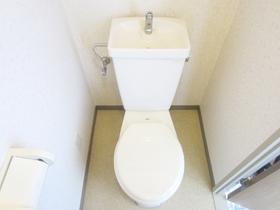 収納付きのトイレです☆