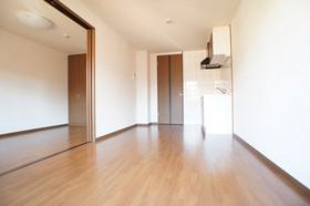 http://image.rentersnet.jp/c34e7bfd-fd82-4ed2-aff4-107534d7abec_property_picture_961_large.jpg_cap_LDK8.1帖 エアコン完備