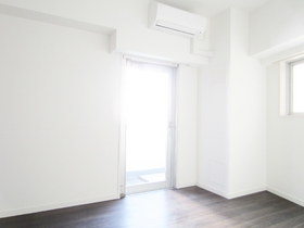 大きな窓で明るい室内です♪
