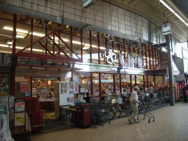 ライフ岡町店