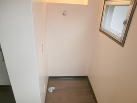 室内に洗濯機置き場があるので便利です(*^_^*)