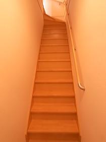 階段を上がって2階の居室へ♪