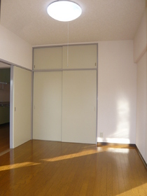 グレースコートKM 302号室