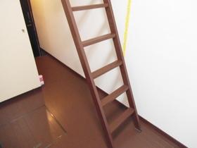 ロフトへの階段です♪