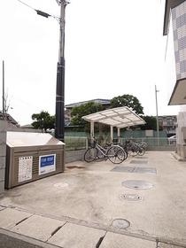 自転車置場とゴミ置場設置