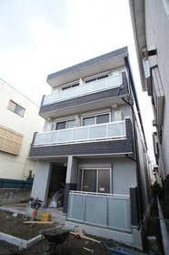 http://image.rentersnet.jp/c6e06abb08ebd9e2f9fefc542871686a_property_picture_962_large.jpg_cap_3階建ての賃貸マンション。SECOM全部屋無料装備です。