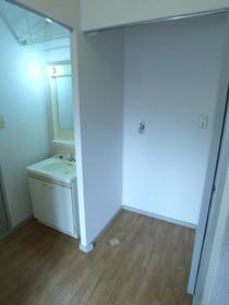洗濯機はもちろん室内置きです