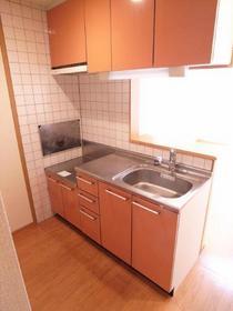 キッチンも木目調ですっきりかわいい!