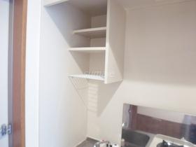 キッチンには上下に収納あります♪