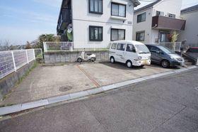 敷地内に駐車場があります。