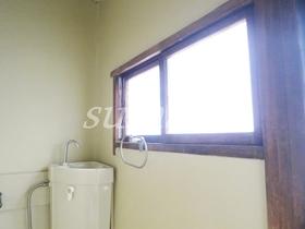 トイレにも窓があります♪