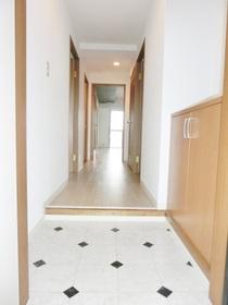 広い玄関スペース