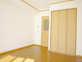 キッチンと居室部分が扉で分かれています!