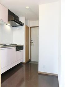 冷蔵庫置場にも食器棚置場にも使えるスペース♪