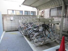 敷地内に自転車置き場もあります。