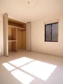 角部屋なので小窓つきです。通気性に採光に☆