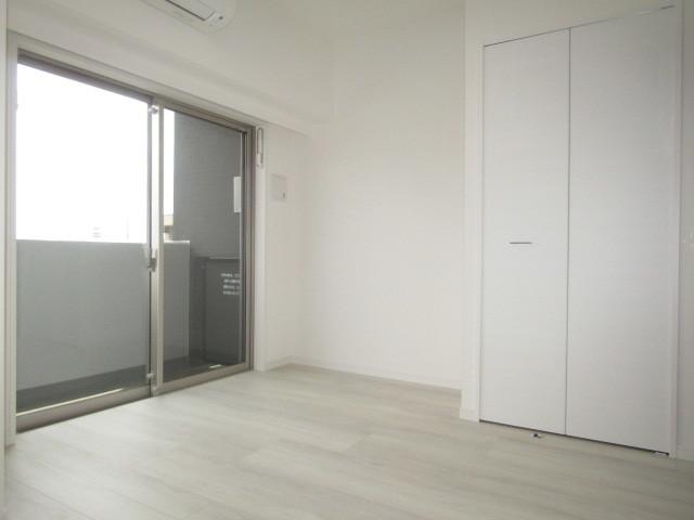 白ベースの洋室です★