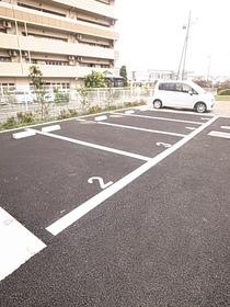 物件の目の前に駐車場あり☆