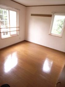 二階の洋室は2部屋とも二面射光です☆