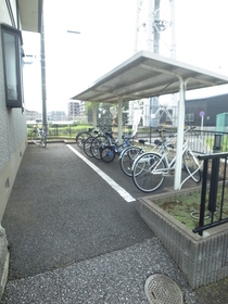 自転車はこちらに停めましょう♪