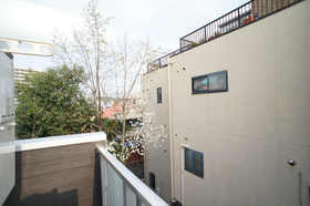http://image.rentersnet.jp/d191393f-3b25-422a-979c-9b89314baec7_property_picture_962_large.jpg_cap_バルコニーからの景色です。