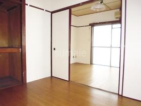 フローリングマット敷きのお部屋です