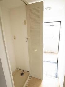 洗濯機置き場はここになります、隠せるとスッキリ♪