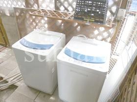 共同洗濯機置き場有ります。