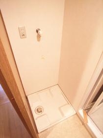 洗濯機置場には防水パンも完備
