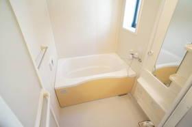 小窓付の明るい浴室