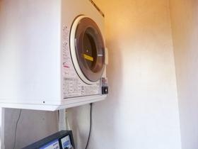 ランドリー室に乾燥機もあります