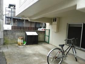 駐輪場・ゴミ置き場