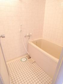 タイルがオシャレなお風呂♪キレイが一番ですね!