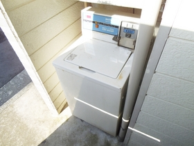 敷地内に共用洗濯機ございます☆