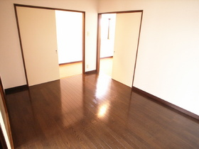 フローリングと畳が両方あるお部屋です♪