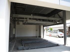 機械式駐車場もあります
