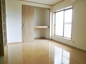 きれいな最上階角部屋の洋室です♪