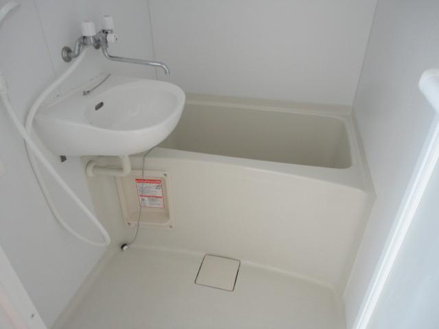 浴室に洗面台あり