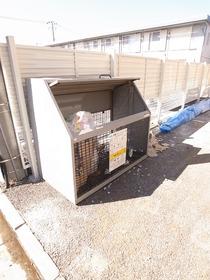 ゴミ捨て場も敷地内にあります♪