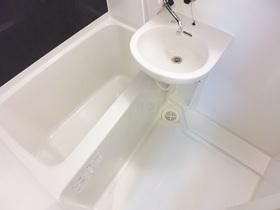 洗面台付きのバスルーム!