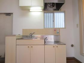 窓付きのキッチンで2口コンロ設置可です