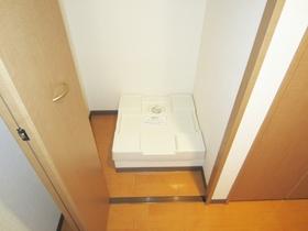 室内洗濯機置場完備となってます♪